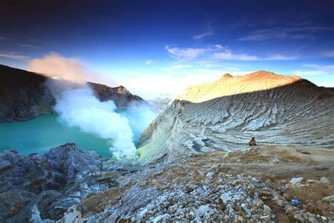 kawah ijen ijen crater crater lake indonesia tourism