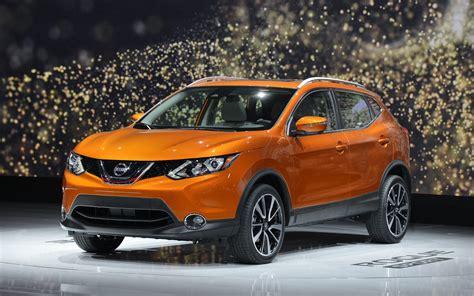 Comparison Nissan Rogue Sport Sl 2017 Vs Toyota Rav4