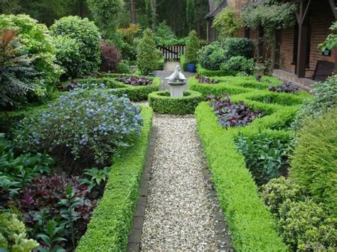 Formal Garden Walkway With Boxwood  Best Garden Walkway