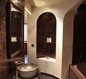 Une salle de bains orientale inspiration bain for Salle de bain design avec bougie décorative oriental