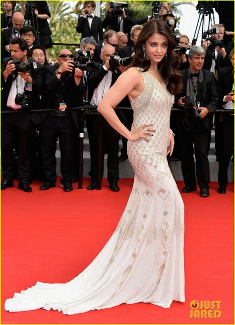 full sized photo  aishwarya rai works red carpet cannes