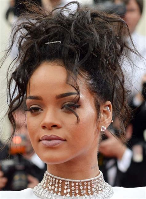 Rihanna Curly Hairstyle by 50 Best Rihanna Hairstyles