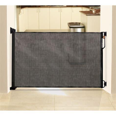 dreambaby retractable indooroutdoor security gate target