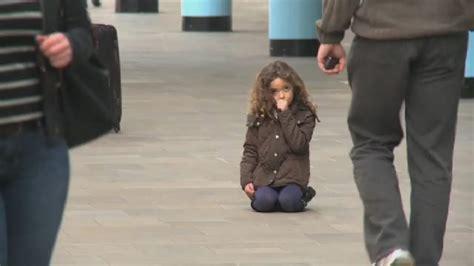 Pie Slokas stacijas vieni paši klīst divi mazi bērni ...