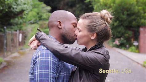 Vídeo mostra como casais se beijam ao redor do mundo ...