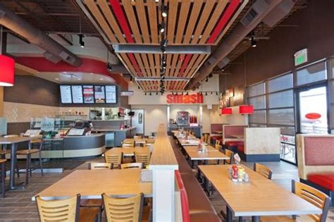 smashburger updates design stay fresh fastcasual
