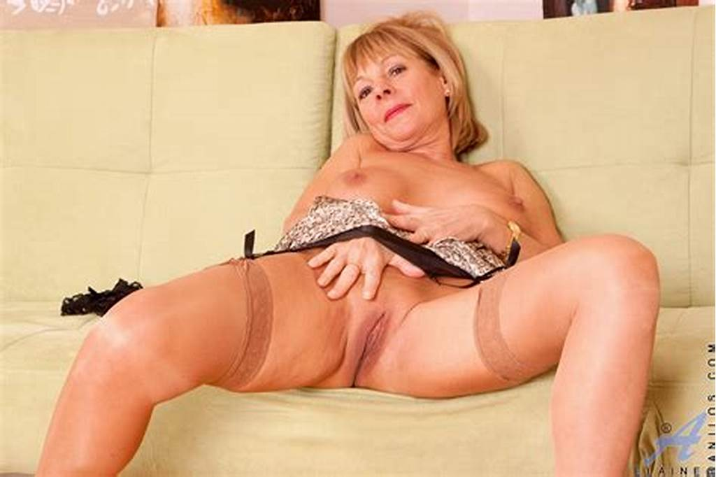 #Lovely #Milf #Hottie #Elaine #Bares #Off #Her #Body
