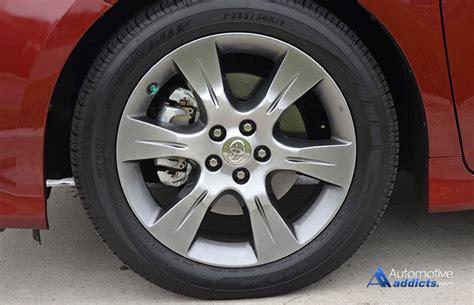 toyota sienna se   wheel tire