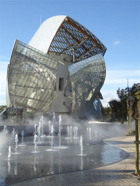 foundation louis vuitton museum  architect frank gehry