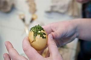 Eier Färben Mit Naturmaterialien : ostereier auf alte art f rben eifeler presse agentur epa ~ Frokenaadalensverden.com Haus und Dekorationen