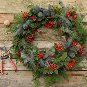 Make a Fresh Christmas Wreath in 20 Minutes A Piece