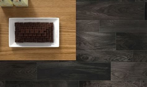 carrelage imitation parquet noir salle de bain carrelage parquet chaios