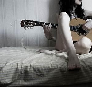 Novios tocando la guitarra tumblr - Imagui