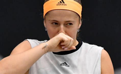 Ostapenko sezonas pirmajā finālā zaudē 15 gadus vecajai Koko Gofai - Jauns.lv