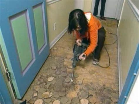 putting linoleum flooring how to install linoleum flooring how tos diy