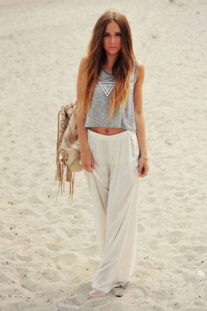 30 Great Beach Outfit Ideas and Beach Accessories - Style Motivation