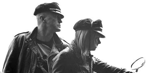 The Vaselines Prep New Album 'v For Vaselines,' Offer Free