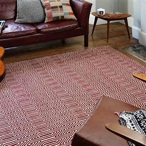 tapis design rouge et blanc geometrique en coton et laine With tapis chambre bébé avec fleur coupée en ligne