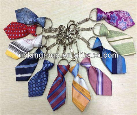 como hacer un llavero de corbata corbata de lazo llavero pedrer 237 a y cadenas identificaci 243 n