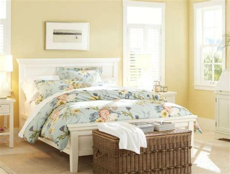 yellow bedroom paint colors bout de lit coffre un meuble de rangement astucieux 17899 | bout de lit coffre rotin