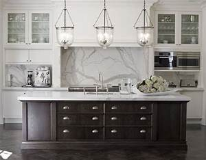 Pendant lighting island bench : Black and white kitchen marble benches splash back