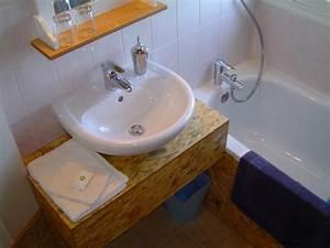 Vos salles de bains : $ylv@in, console et habillage bois deco dans la salle de bain d'une