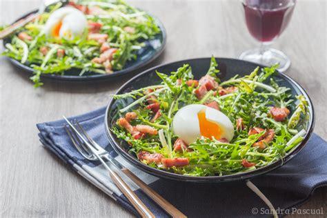 recette de cuisine grecque salade de pissenlit lardons oeuf mollet cuisine addict