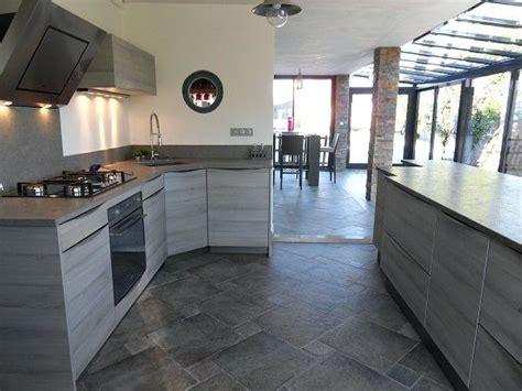 carrelage gris cuisine carrelage cuisine gris beautiful bois avec newsindo co