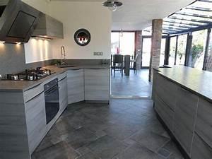 carrelage cuisine gris beautiful bois avec newsindoco With cuisine avec carrelage gris
