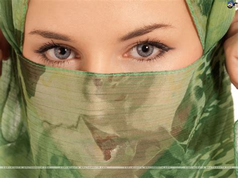 Arab Women in Hijab Wallpaper #8