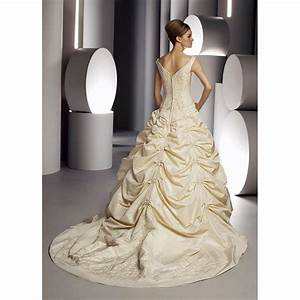 Color or white for Champagne gold wedding dress