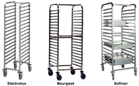 armoires de cuisine qu饕ec échelles mobiles ou chariots à glissières