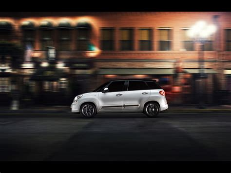 2014 Fiat 500l Motion Side Night Wallpapers