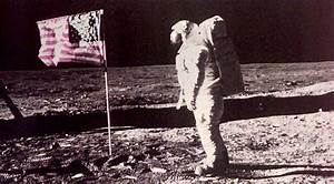 Neil Armstrong: The First Man to Walk on the Moon ...
