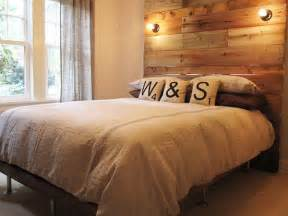 wanddeko schlafzimmer 14 inspiring diy projects featuring reclaimed wood furniture