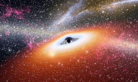 Supermasīvais melnais caurums mūsu galaktikas centrā kļūst ...