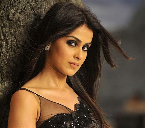 South indian actress nikitha bisht 281740. bollywood-actress-hd-desktop-wallpaper « South Indian Cinema Magazine
