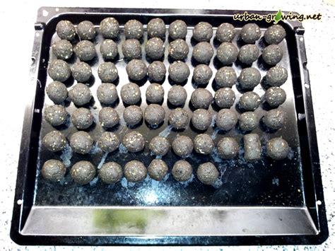 seedbombs das backblech ist voll mit den seedballs gartentippsgartentipps
