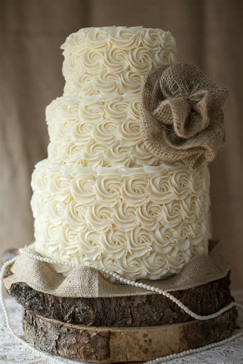 We Love This Wedding Cake From Dress Up
