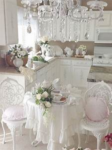 Küche Shabby Chic : romantic shabby chic kitchen with gorgeous chandelier ~ Michelbontemps.com Haus und Dekorationen