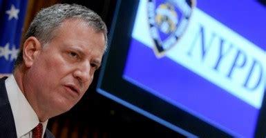 questionable ties  de blasios nypd oversight board chair