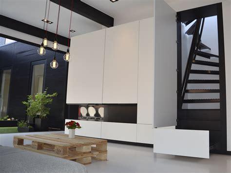un escalier gain de place qui tient dans un espace de 1 m 178