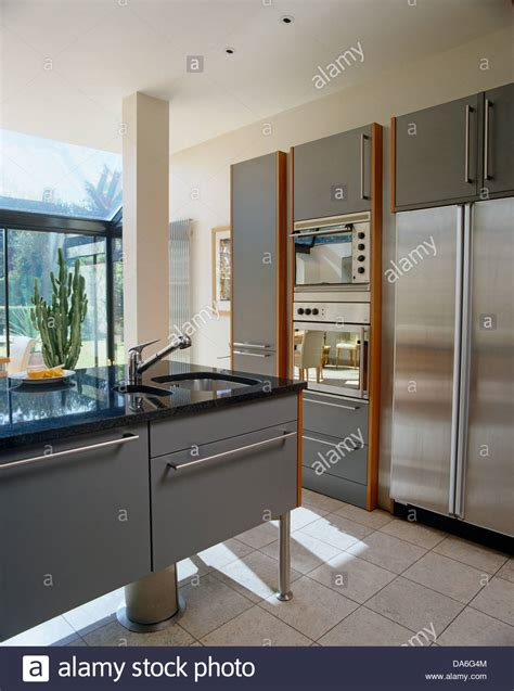 Sophisticated Central Island Kitchen Unit Contemporary
