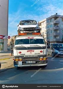 Voiture De Tourisme : istanbul turquie circa janvier 2015 voiture de tourisme sur d panneuse photo ditoriale ~ Maxctalentgroup.com Avis de Voitures