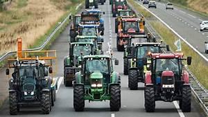 Autoroute Rennes Paris : crise des agriculteurs des centaines de tracteurs bloquent l 39 a81 paris rennes ~ Medecine-chirurgie-esthetiques.com Avis de Voitures