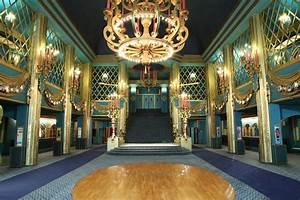 File:Grand-foyer.jpg - Wikimedia Commons
