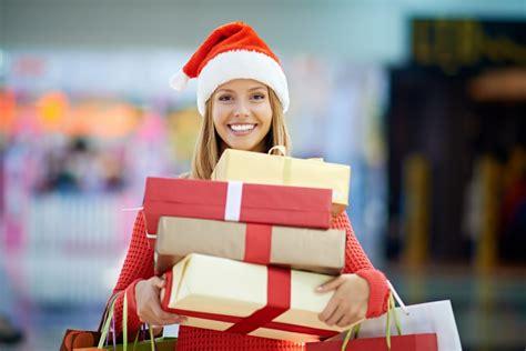 Ziemassvētku dāvanas mīļajiem. Ko izvēlēties? | VIASMS.LV
