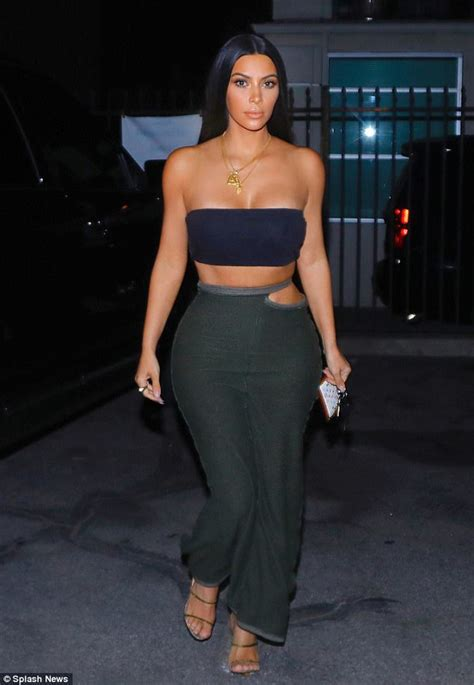 Kim Kardashian flaunts fab figure in tube top on snack run ...