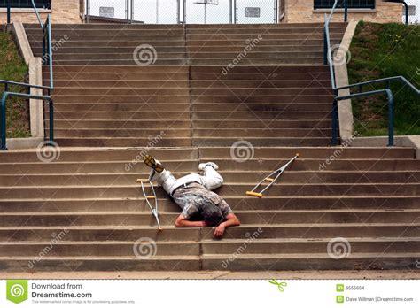 chute sur des escaliers images stock image 9555654