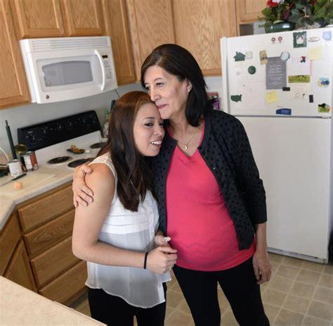 schwanger mit 45 leihmutter 58 j 228 hrige in usa mit eigenem enkelkind